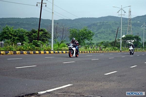 KTM RC390 vs Kawasaki Ninja 300 vs KTM Duke 390 (27)