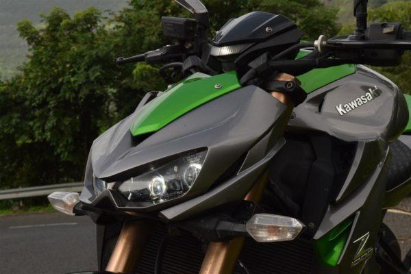 Kawasaki Z1000 aggressive styling