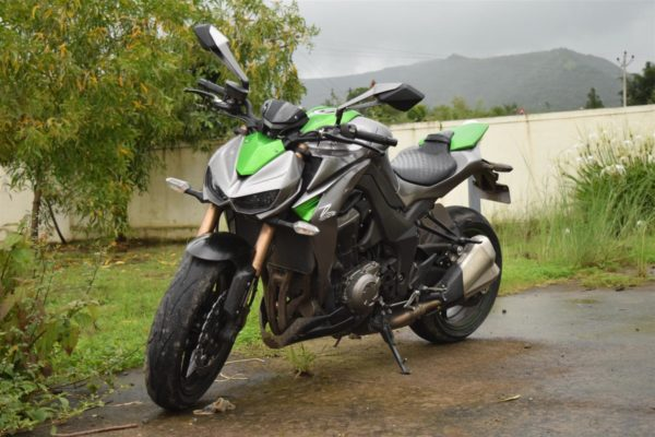Kawasaki-Z1000-front-view-600x400