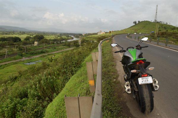 Kawasaki Z1000 highway cruising