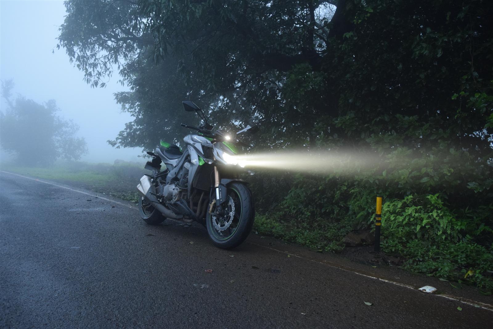 Kawasaki Z1000 powerful lights