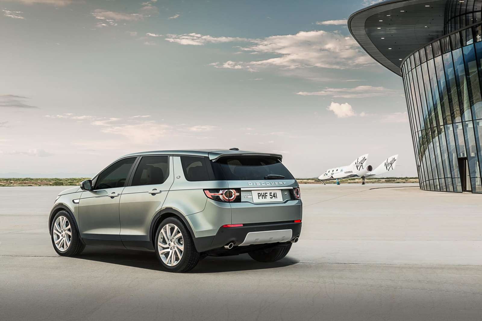 land rover mulls faster discovery sport and 4th range rover. Black Bedroom Furniture Sets. Home Design Ideas