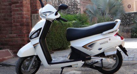 Mahindra Gusto Scooter White (1)