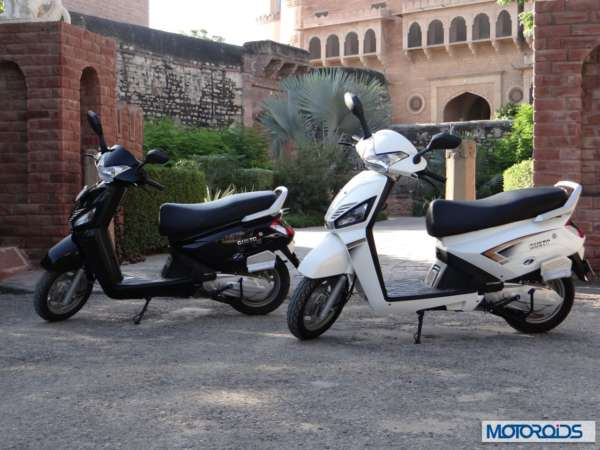 Mahindra Gusto Scooter White (2)