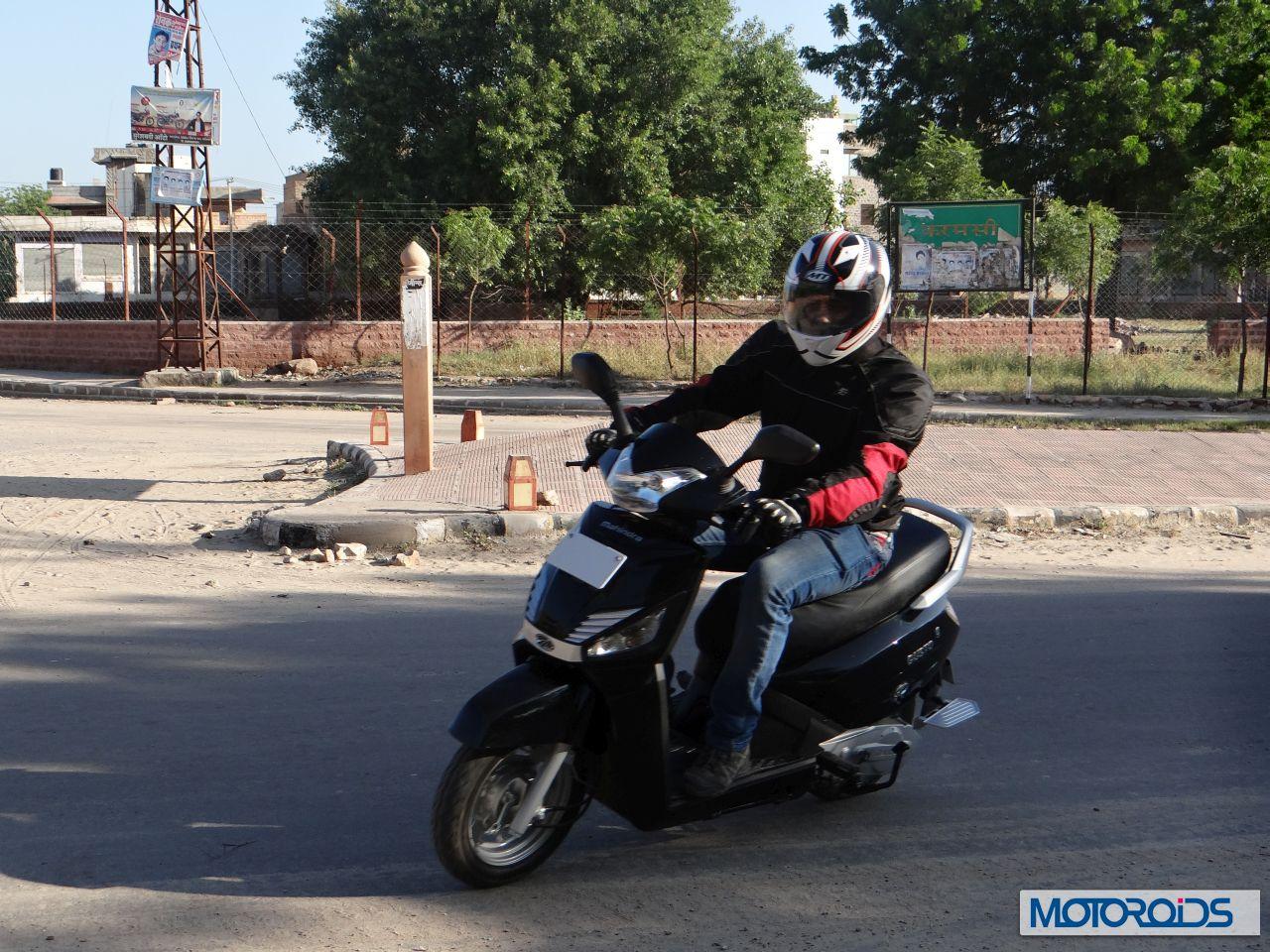 Mahindra Gusto scooter motion (2)