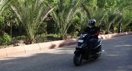 Mahindra Gusto scooter motion (4)