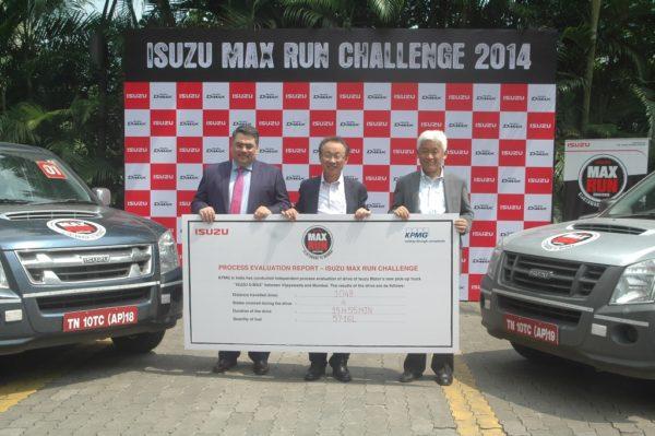 Mr. Raajeev B Batra, Partner, KPMG India handing over the process evaluation report to Mr. Takashi Kikuchi & Mr Shigeru Wakabayashi of Isuzu Motors India at the culmination of Isuzu Max Run Challenge (L