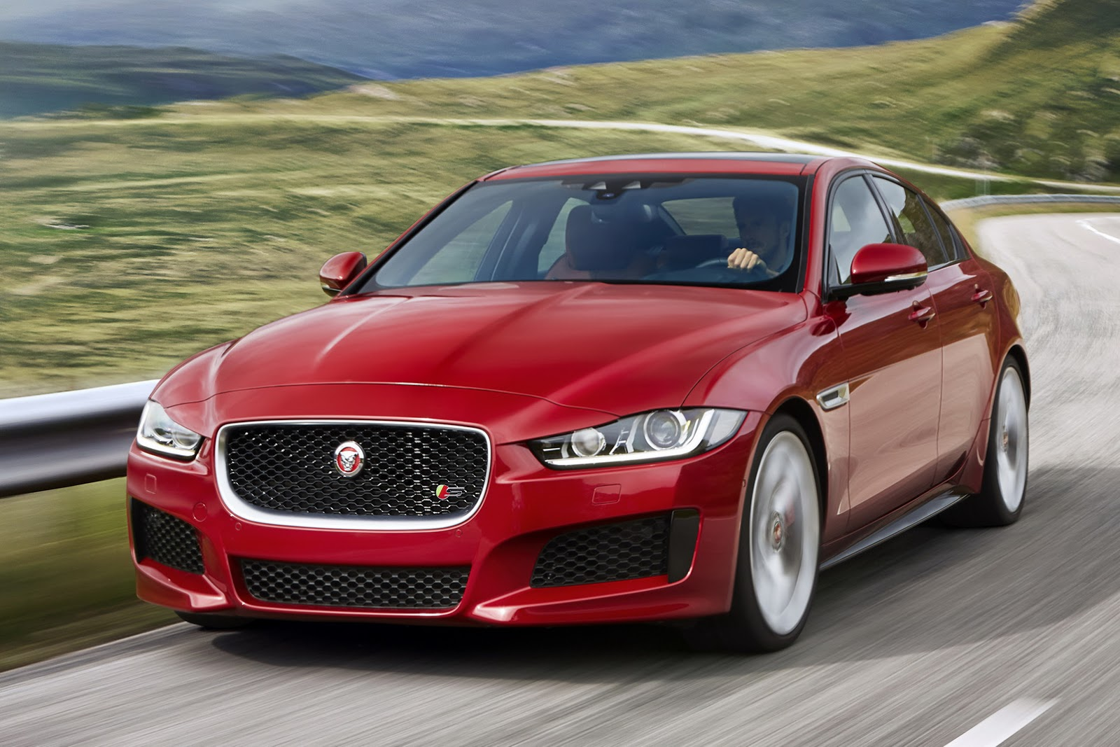 New 2016 Jaguar XE officially revealed Images and details (40)