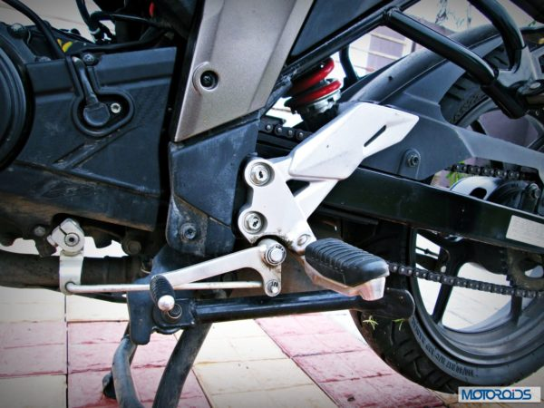 Suzuki-Gixxer-155-Review-Gear-Lever-Rider-Footrest