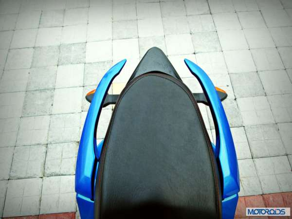 Suzuki-Gixxer-155-Review-Pillion-Seat-Grab-Bar