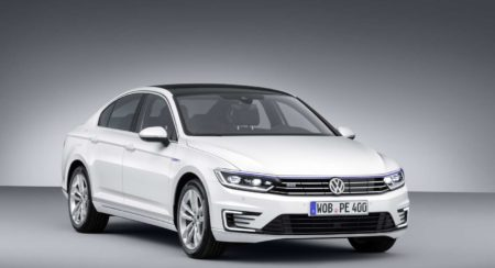 New Volkswagen Passat GTE plug-in hybrid unveiled at Paris Motor Show