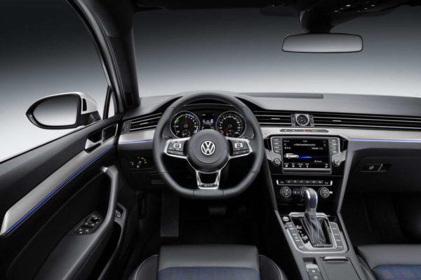 Volkswagen-Passat-GTE-Official-Image-11
