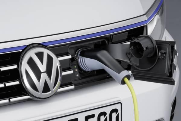 Volkswagen-Passat-GTE-Official-Image-9