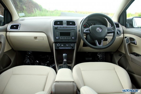 new 2014 skoda rapid interior (2)