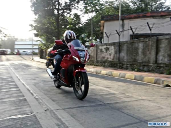 2014-Hero-MotoCorp-Karizma-ZMR-Review-Action-Shots (24)