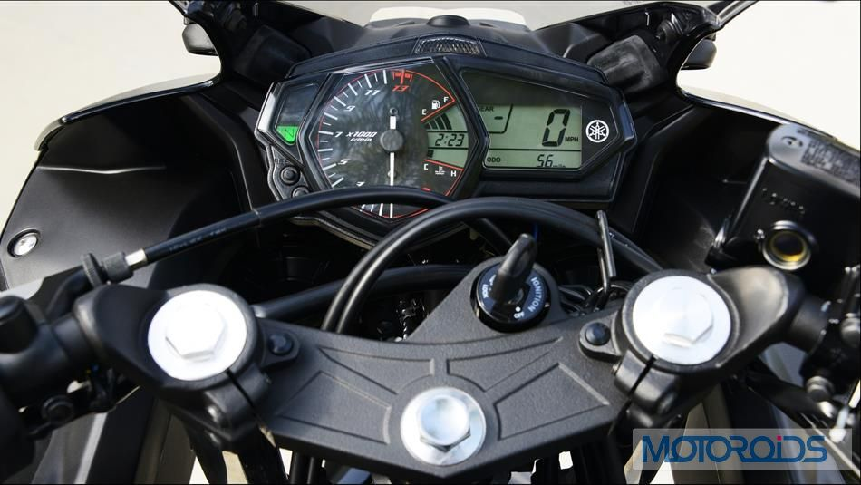 2015-Yamaha-YZF-R3-Official-Details (20)