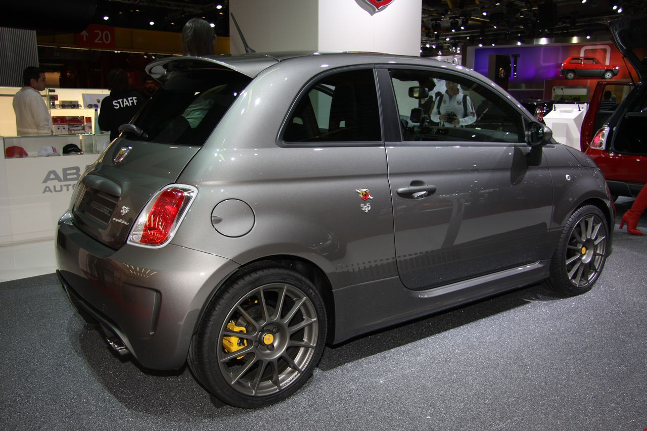 fiat 500 abarth is all set to sting serious hot hatch fans in india motoroids. Black Bedroom Furniture Sets. Home Design Ideas