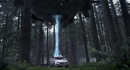 Hyundai-Santa-Fe-Catches-Aliens-1