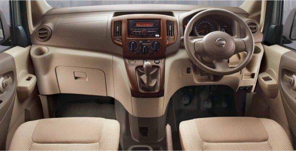 Nissan-Evalia-SV-interior