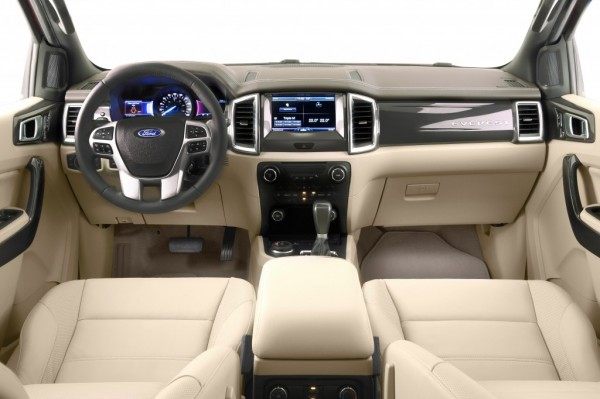 2015 Ford Endeavour (19)