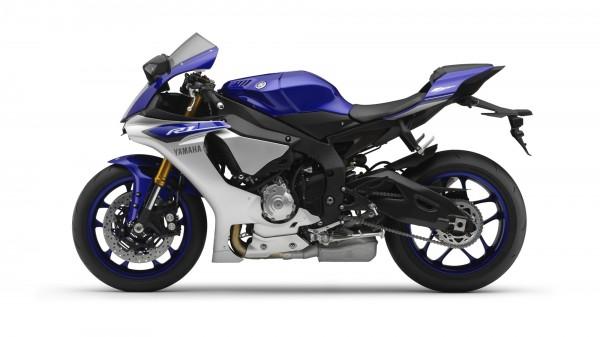 2015-Yamaha-YZF-R1-EU-Race-Blu-Studio-006