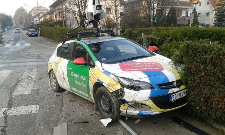 google maps street view car crashes in serbia motoroids. Black Bedroom Furniture Sets. Home Design Ideas