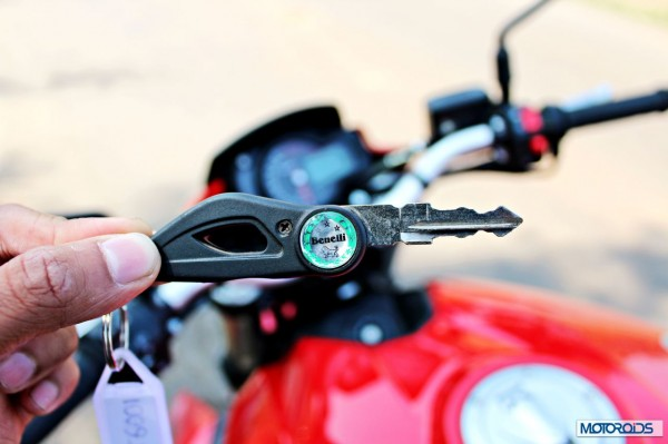 Benelli-BN600i-key-open