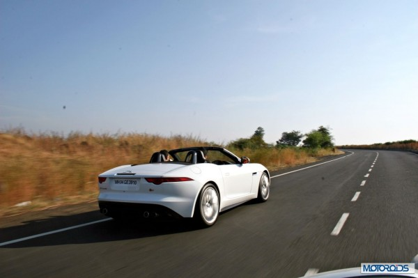 Jaguar F-Type V8 S Convertible action (1)