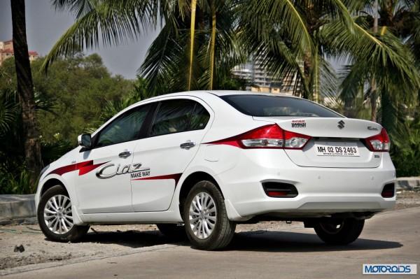 Maruti Suzuki Ciaz center rear (3)