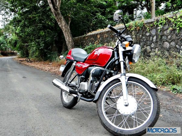 New-Hero-Splendor-Pro-Classic-Review-Right-Front-Three-Quarter