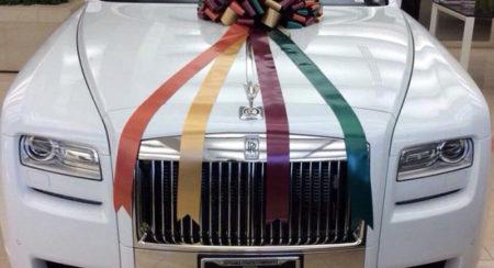 Salman-Gifts-Sister-Arpita-Rolls-Royce-Phantom-1