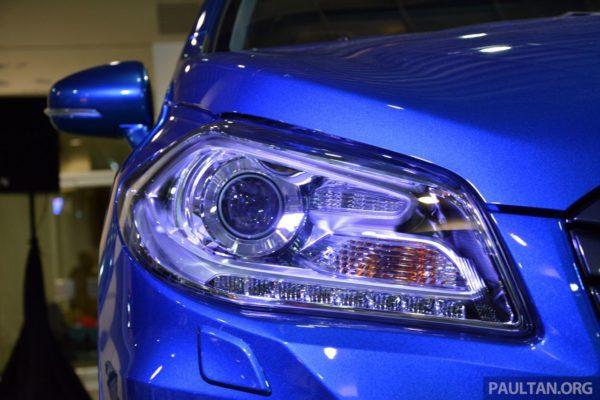 Suzuki S-Cross headlamps