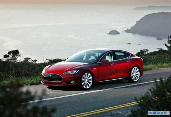 Tesla Model S (2)