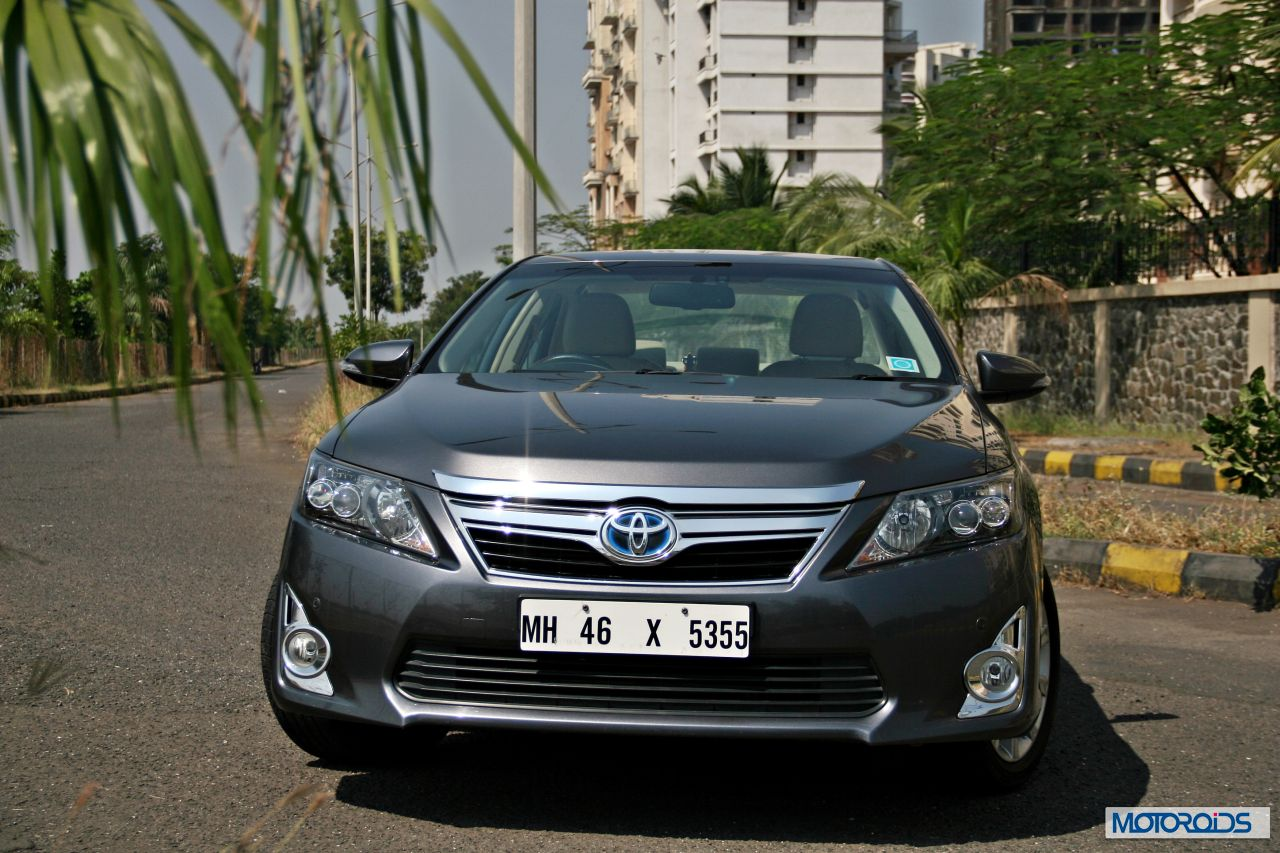 toyota camry hybrid review thrifty indulgence motoroids. Black Bedroom Furniture Sets. Home Design Ideas