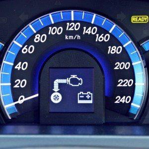 Toyota Camry Hybrid Instrumentation (10)