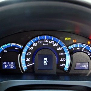 Toyota Camry Hybrid Instrumentation (5)