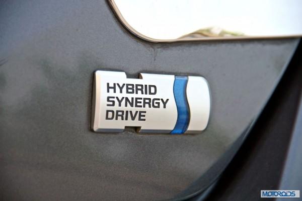 Toyota Camry Hybrid detail (5)
