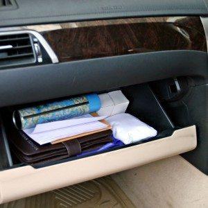 Toyota Camry Hybrid glove-box