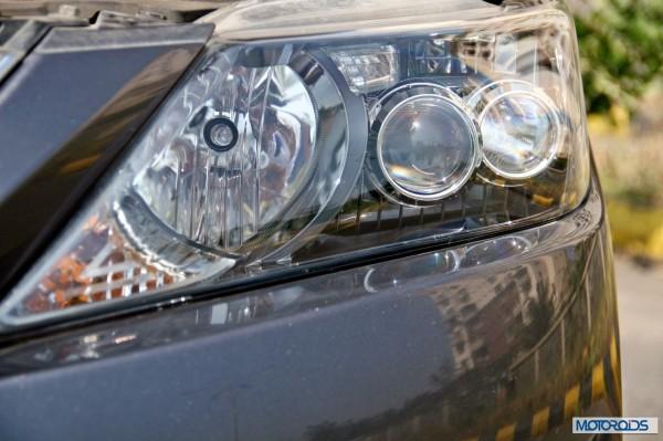Toyota Camry Hybrid head-lamp (1)