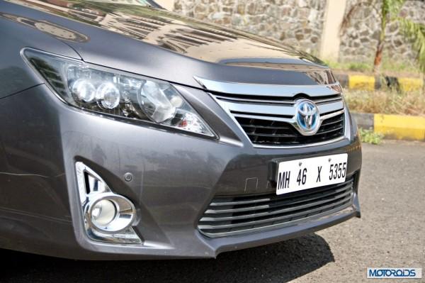 Toyota Camry Hybrid head-lamp (3)