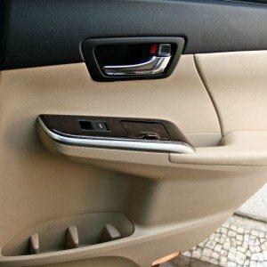 Toyota Camry Hybrid interior detail (1)