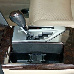 Toyota Camry Hybrid interior detail (11)