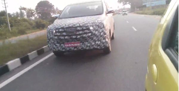 Toyota-Innova-Spied-With-LED-DRL-1