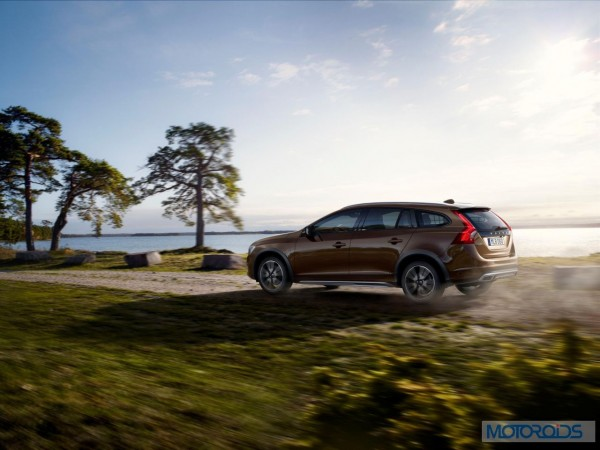 Volvo-Cars-reveals-new-V60-Cross-Country-Official image-4
