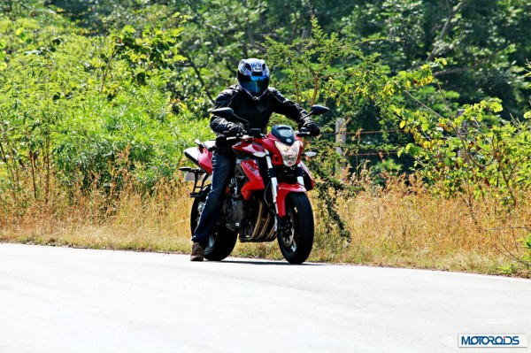 benelli-bn600i-cornering-right1086