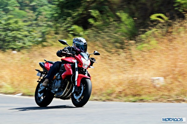 benelli-bn600i-cornering-right1092