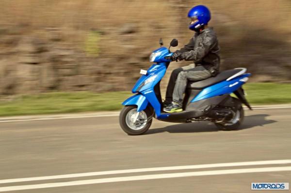 suzuki-lets-riding-left