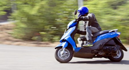 suzuki-lets-side-cornering