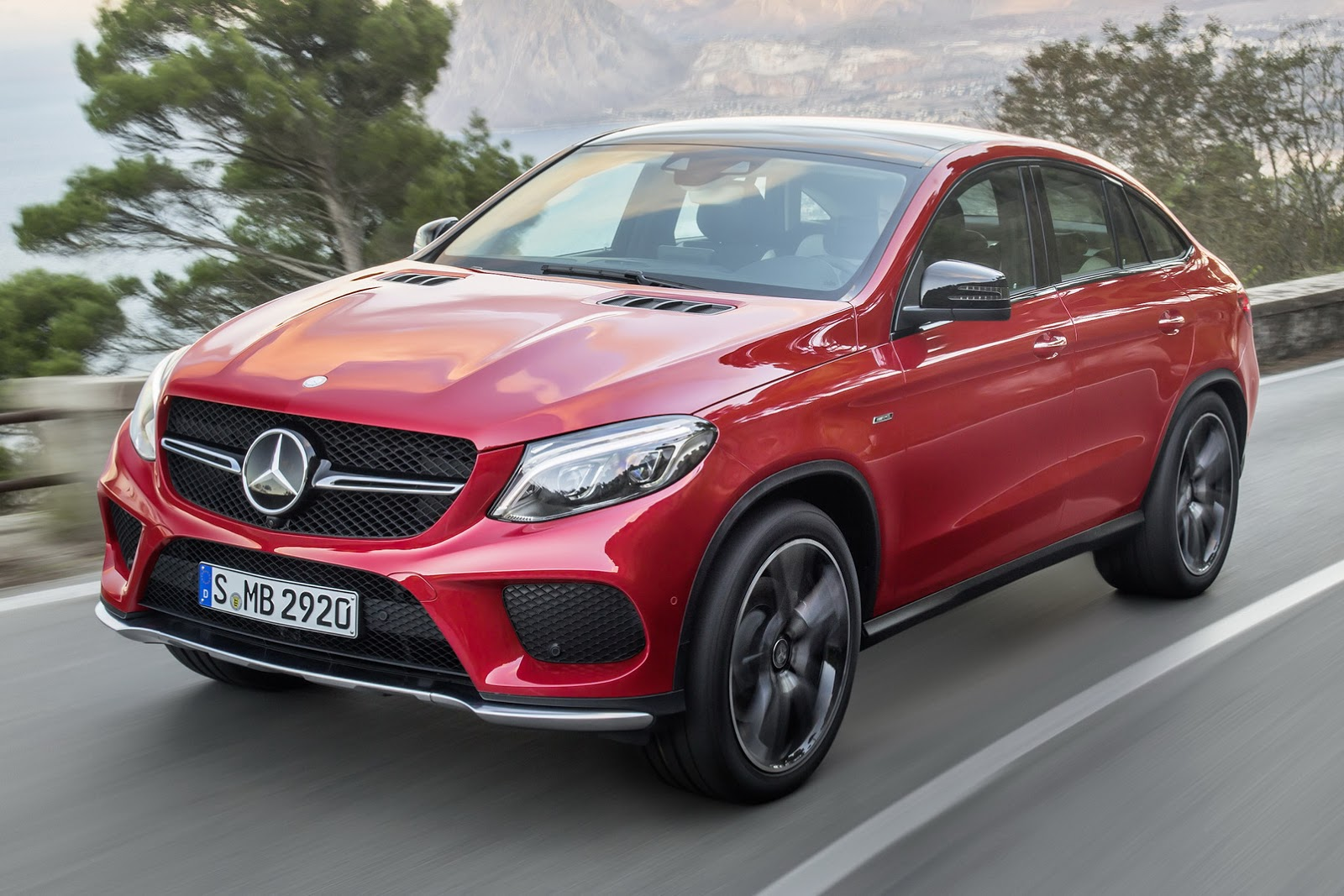 Mercedes gle coupe vs bmw x6 zdj cie for Mercedes benz gle coupe vs bmw x6