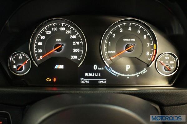 BMW M4 Instrument cluster (2)